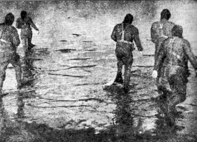16. German frogmen beleaguer the bridges