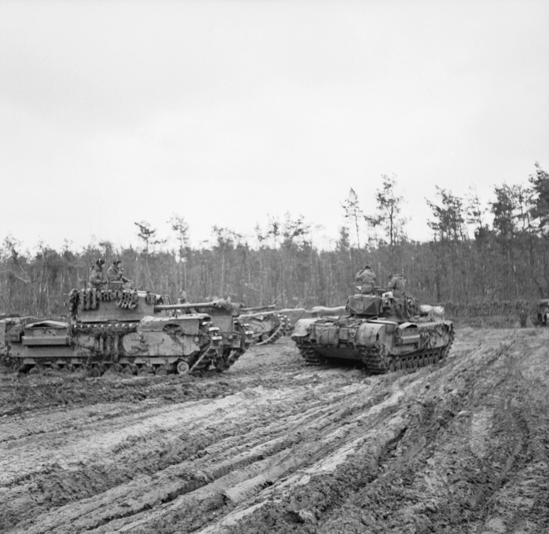 8.Door regen en modder. Churchill tanks at the start of the Reichswaldbattle  9 February 1945.